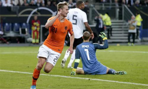 Hàng thủ Đức chơi quá tệ sau giờ nghỉ.