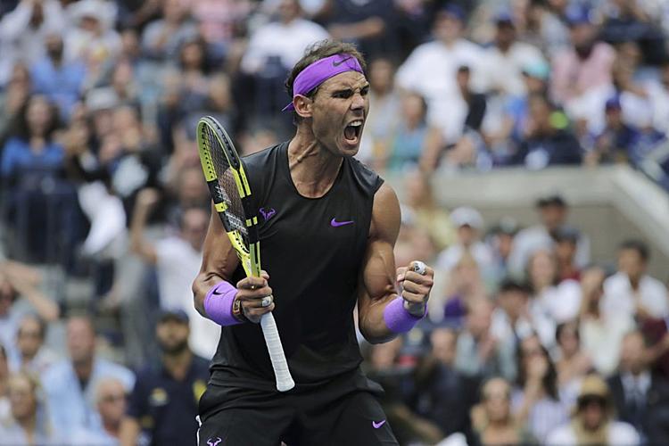 Nadal mừng game thắng quan trọng ở đầu set năm. Ảnh: AP.