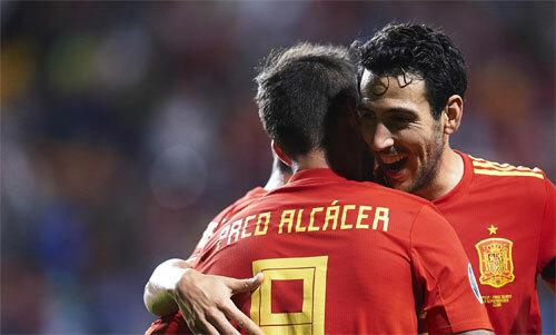 Alcacer đều đặn ghi bàn cho Tây Ban Nha dù chỉ đóng vai dự bị.