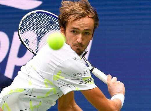 Medvedev tiến bộ vượt bậc trong các pha bóng bền, so với khi thua Nadal ở chung kết Rogers Cup tháng trước. Ảnh: USA Today.