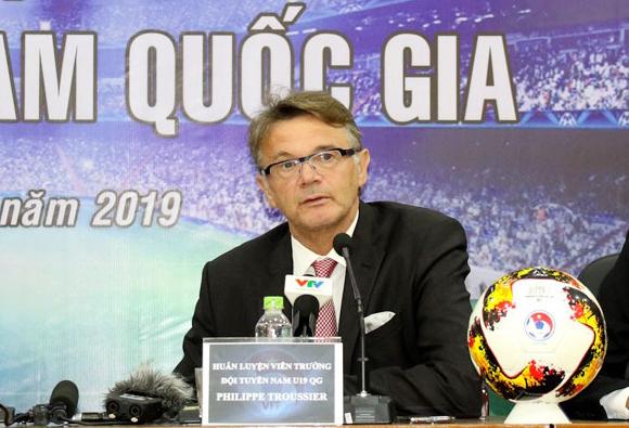 Ông Philippe Troussier trong buổi ra mắt chính thức hôm nay 10/9 tại trụ sở Liên đoàn bóng đá Việt Nam. Ảnh: VFF.