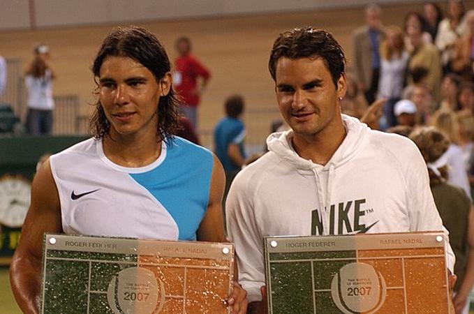 Nadal từng hạ Federer 7-5, 4-6, 7-6 trong trận giao hữu đáng nhớ bậc nhất lịch sử quần vợt cách đây 12 năm. Ảnh: Fedal Tennis.