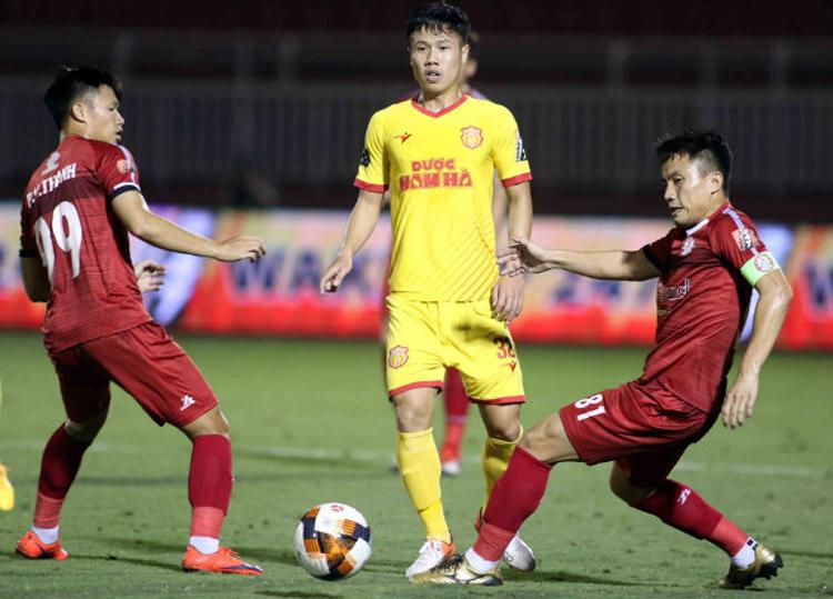 Nam Định thua TP HCM 0-2 ở lượt đi V-League 2019. Ảnh: Anh Khoa