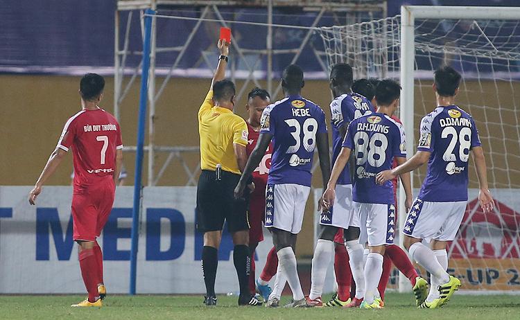 HLV Hải Biên của Viettel cho rằng tấm thẻ đỏ vớiTrọng Hoàng là bước ngoặt của trận đấu.