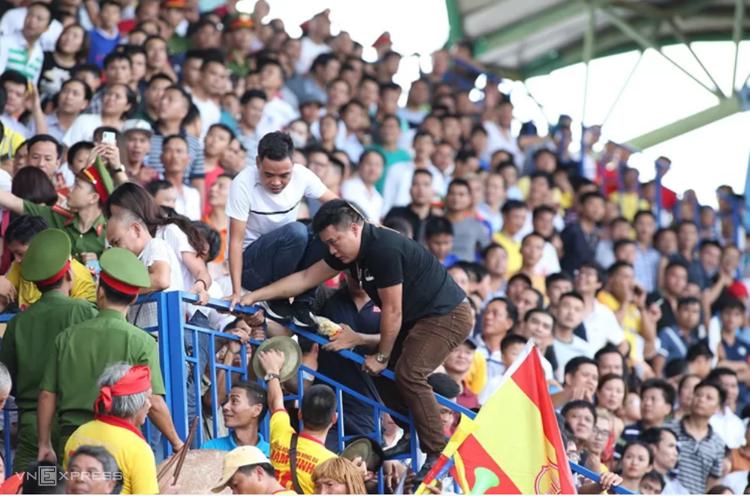 Thiên Trường là SVĐ đông khán giả nhất tại V-League 2019. Ảnh: Lâm Thoả