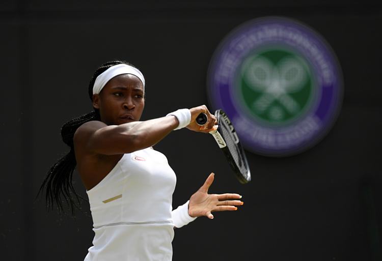 Gauff là tay vợt trẻ nhất vượt qua vòng loại Wimbledon trong kỷ nguyên Mở, và cũng là người ít tuổi nhất vào vòng 4 giải đấu này kể từ năm 1991. Ảnh: Reuters.