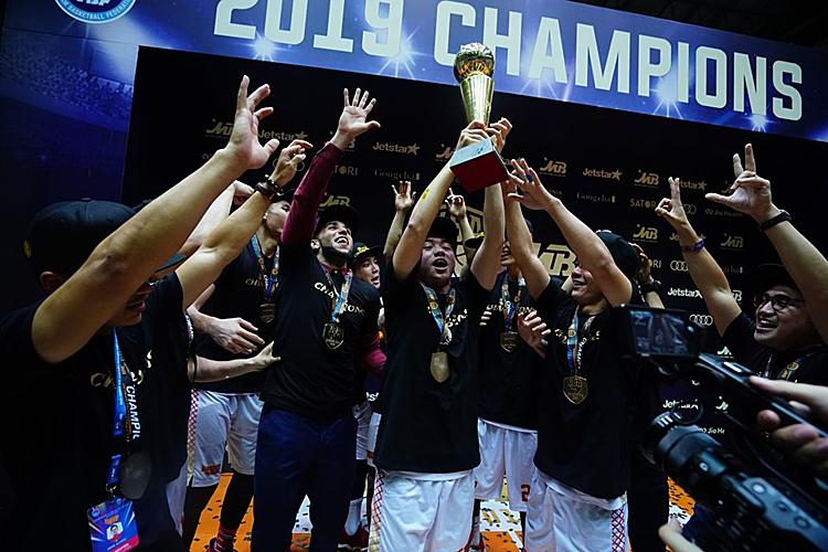 Saigon Heat mừng chức vô địch đầu tiên trong lịch sử. Ảnh: VBA.