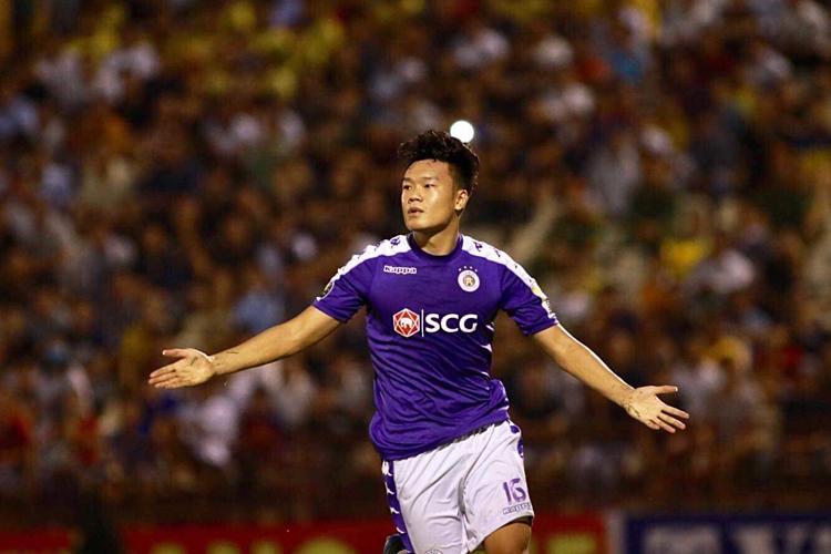 Thành Chung mừng bàn thắng duy nhất trên Vinh.