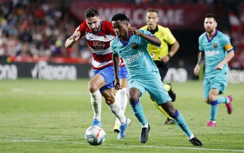 Granada biết cách ngăn Barca tấn công.