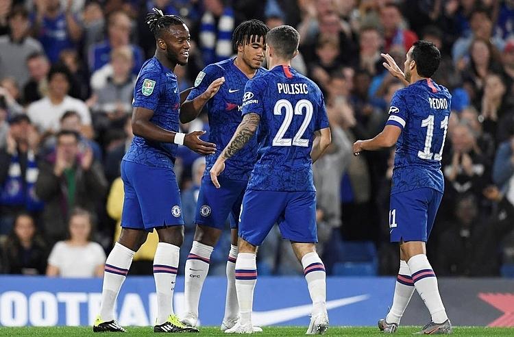James (thứ hai từ trái sang) gây ấn tượng mạnh trong lần đầu đá chính cho Chelsea. Ảnh: Reuters.