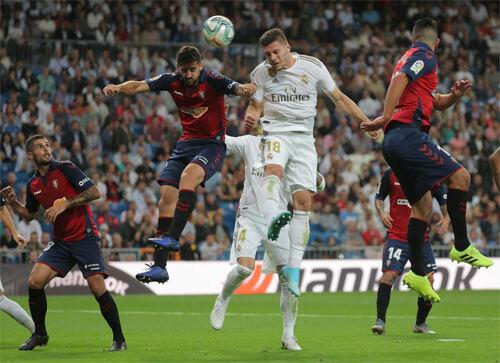 Jovic chơi thay Benzema ở vị trí tiền đạo cắm. Ảnh: Reuters