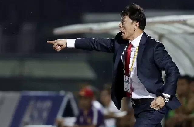 HLV Chung Hae-song cho biết mùa giải năm nay ông từng nổi cáu với trọng tài, ý kiến lên Ban tổ chức nhưng không được giải quyết. Ảnh: Đức Đồng.