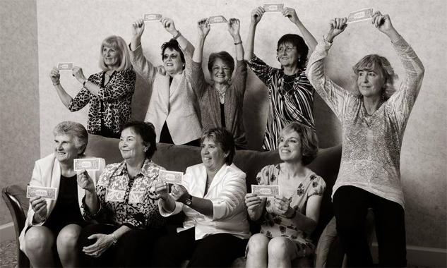 Bản gốc 9 tái ngộ nhau năm 2012. Vẫn xếp theo trật tự cũ, lần lượt theo chiều từ trên bên trái: Valerie Ziegenfuss, Billie Jean King, Nancy Richey, Peaches Bartkowicz, Kristy Pigeon, Gladys Heldman, Rosie Casals, Kerry Melville và Judy Dalton.