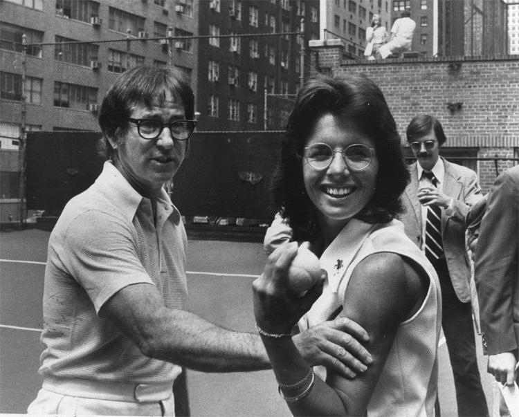 Billie Jean King (trái)là thủ lĩnh của Bản gốc 9, đòi lại bình đẳng cho quần vợt nữ.