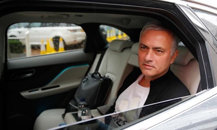 Mourinho chưa tìm được việc mới sau khi bị Man Utd sa thải. Ảnh: Reuters.