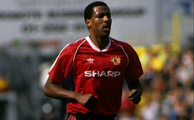 Viv Anderson trong màu áo Man Utd cuối thập niên 1980. Ảnh: EMPICS.