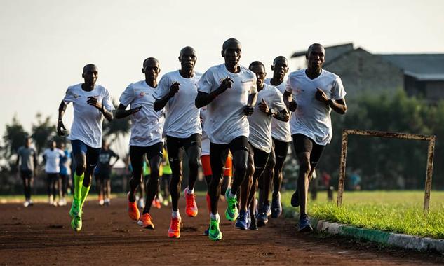 Đặc điểm nhân học, điều kiện khí hậu địa lý là những lợi thế bẩm sinh của các chân chạy châu Phi. Ảnh: EK.