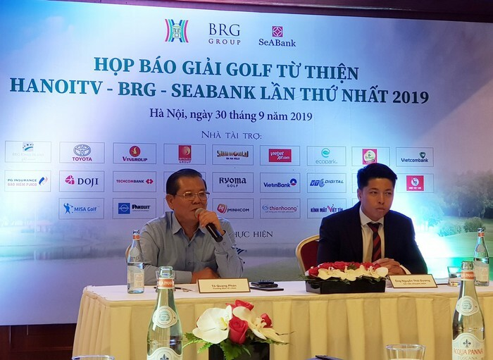 Ông Tô Quang Phán - Chủ tịch Hội Nhà báo Hà Nội, TGĐ Đài PT-TH Hà Nội phát biểu tại buổi họp báo công bố giải đấu chiều qua 30/9.
