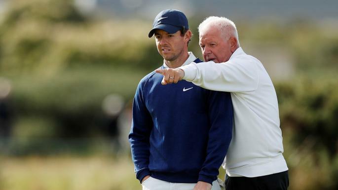Rory và bố Gerry trên sân đấu St. Andrews. Ảnh:Times.