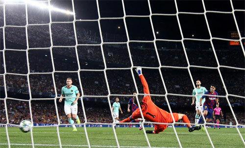 Suarez và Messi vẫn là những cầu thủ chưa thể thay thế tại Barca.