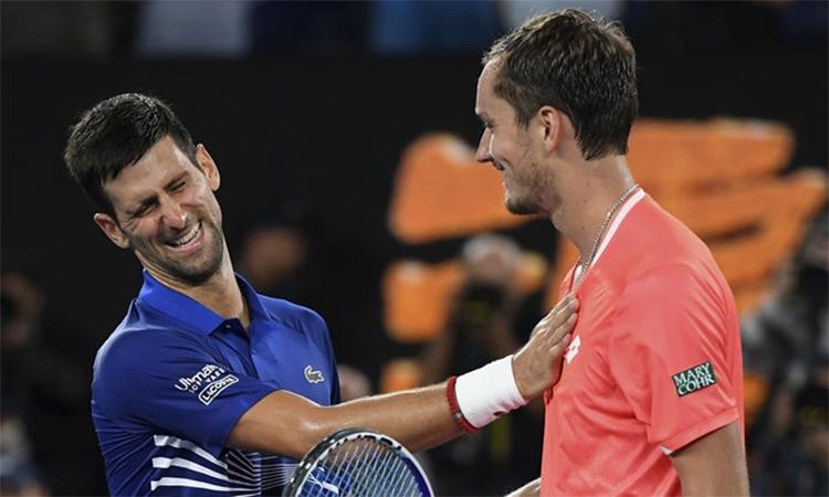 Djokovic cũng không dễ dàng trên con đường bảo vệ ngôi báu tại Thượng Hải, vì những thách thức hứa hẹn khó khằn như Medvedev. Ảnh: AP.