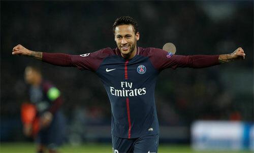 Neymar bất đắc dĩ ở lại sau khi Barca không mua được hè qua. Ảnh: Reuters