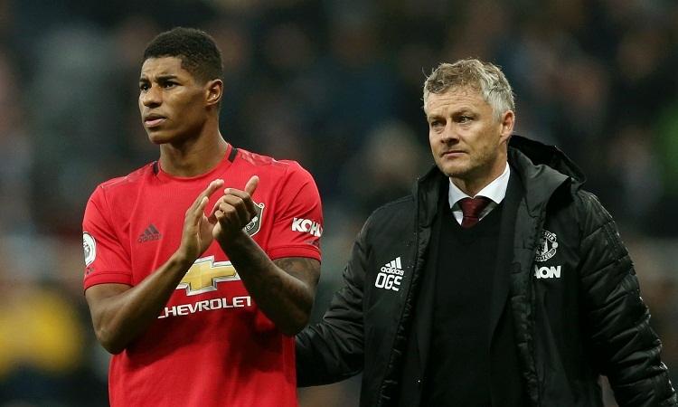 Rashford cho rằng CĐV Man Utd xứng đáng nhiều hơn kết quả hiện tại của đội bóng. Ảnh: Reuters.