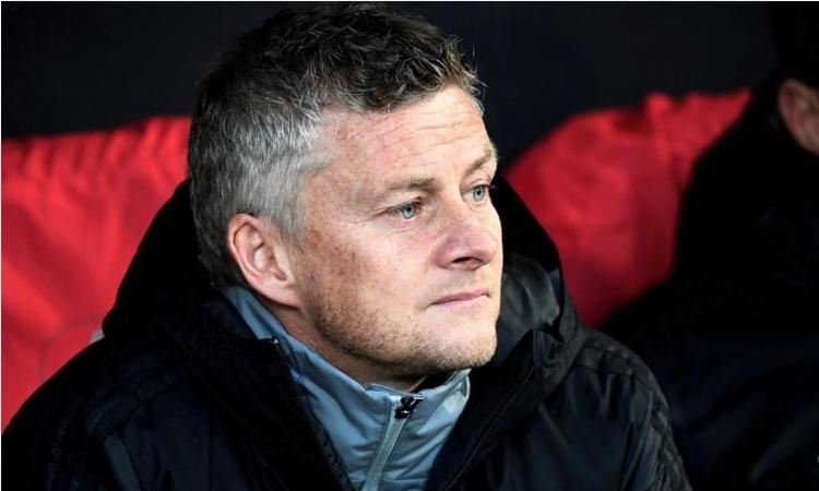 Solskjaer trầm ngâm trong trận hòa AZ Alkmaar 0-0 ở Europa League. Đó là trận đấu mà Man Utd không sút trúng đích lần nào. Ảnh: Reuters.