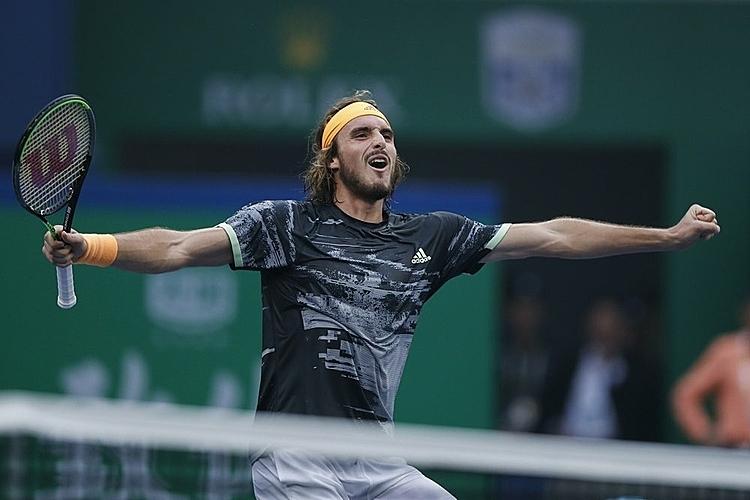 Tsitsipas có 34 winner so với 28 của Djokovic. Ảnh: AP.