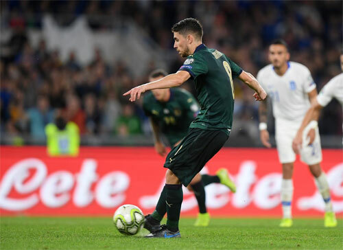 Jorginho đưa Italy vượt lên.