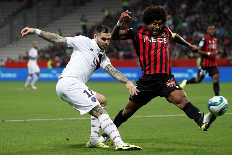Nice mất hai người và không thể chống chọi với sức công phá mạnh mẽ của PSG cuối trận. Ảnh: Reuters.