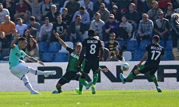 Martinez đang dần làm quên đi hình ảnh đàn anh đồng hương Argentina Mauro Icardi trong tâm trí các CĐV Inter. Ảnh: Ansa.