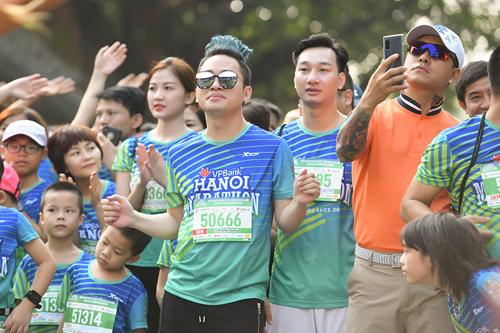 Nghệ sĩ Việt tham gia giải chạy VPBank Hanoi Marathon - ảnh 1