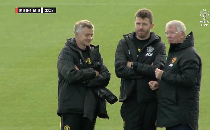 Ferguson thăm sân tập Man Utd trước trận gặp Liverpool - ảnh 1