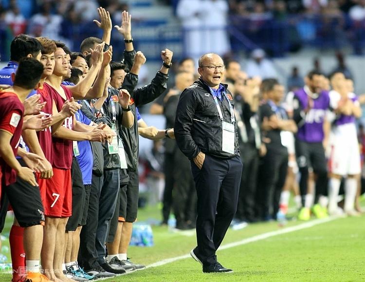 Hai năm trong bản hợp đồng đầu tiên của HLV Park Hang-seo sắp sửa kết thúc một cách mỹ mãn, và nếu tiếp tục với bóng đá Việt Nam, ông sẽ đối diện với những thử thách khắc nghiệt hơn trước rất nhiều. Ảnh: Đức Đồng.