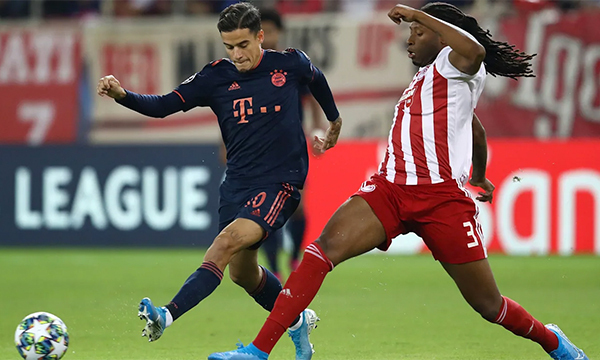 Olympiakos tích cực áp sát, gây nhiều khó khăn cho Bayern. Ảnh: FCB.de.