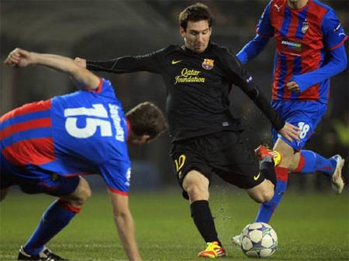 Messi trở lại sân lưu giữ kỷ niệm đẹp - ảnh 1