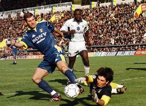 Thư Buffon gửi bản thân: Đừng để bóng đá làm mục nát tâm hồn - ảnh 5