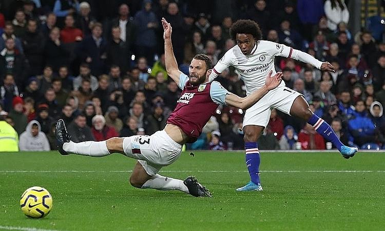 Willian ghi bàn thứ tư cho Chelsea. Ảnh: Reuters.