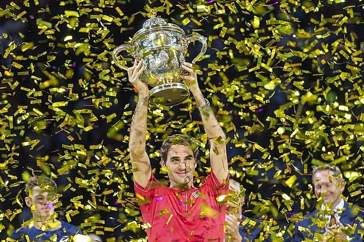 Federer (nâng cup) thắng 75 trong 84 trận đã đấu ở Basel. Ảnh: AP.
