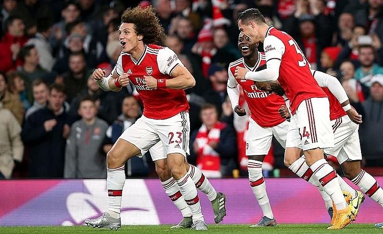 Luiz (trái) mừng bàn thắng nâng tỷ số lên 2-0. Ảnh: PA.