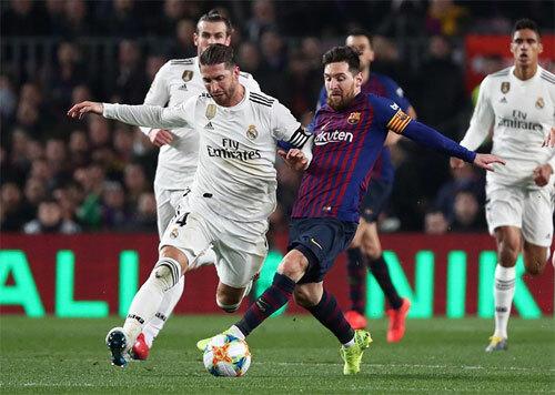 Ít người nghĩ Ramos có thể sánh ngang Messi về một thành tích ghi bàn. Ảnh: Reuters