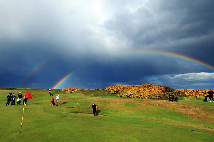 Sự sụt giảm người chơi và hội viên có đăng ký là tín hiệu đáng báo động cho các nhà tổ chức và quy hoạch môn golf ở Anh quốc: Ảnh: Royal Aberdeen Golf Course.