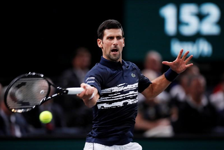 Djokovic hơi chật vật ở set đầu, nhưng thắng nhẹ nhàng trong set hai. Ảnh: Reuters.
