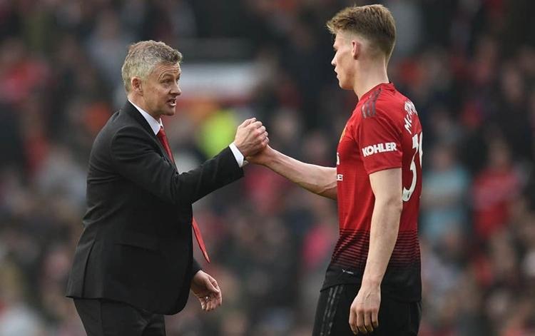 Solskjaer giúp McTominay chiếm một suất đá chính trong đội hình Man Utd. Ảnh: AFP.