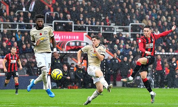 Man Utd trở lại với hình ảnh thất thường khi chơi nghèo nàn và thua 0-1 trên sân Bournemouth. Ảnh: Reuters.
