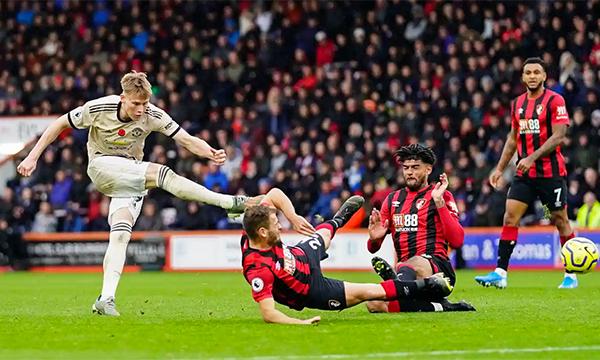 Man Utd không đủ sắc sảo ở những động tác xử lý cuối cùng trước Bournemouth. Ảnh: BPI.