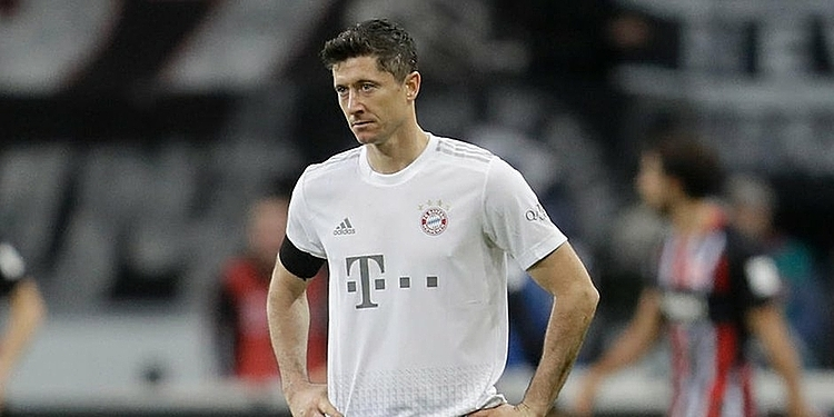Ghi bàn cuối tuần qua, nhưng Lewandowski không thể vui khi Bayern thua Frankfurt 1-5. Ảnh: Reuters.