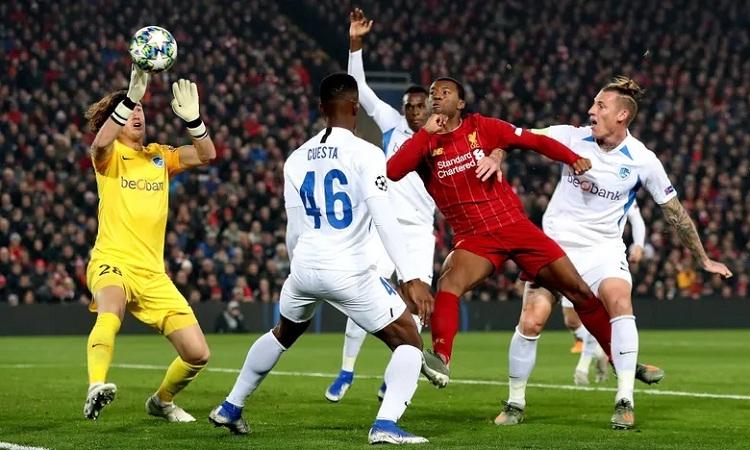 Wijnaldum mở tỷ số cho Liverpool nhờ sai lầm của hàng thủ Genk. Ảnh: BPI.