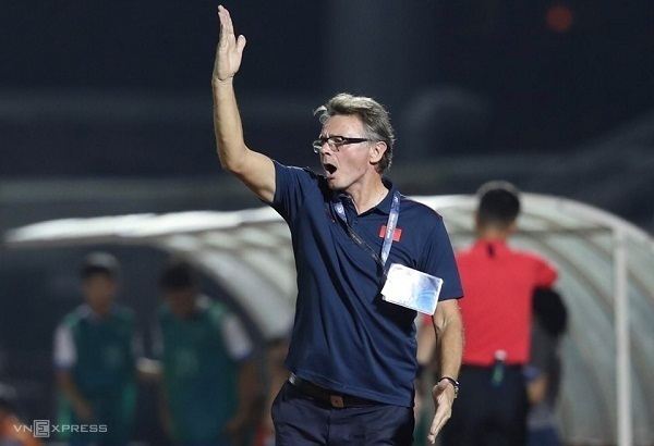 HLVTroussier có chiến thắng đầu tiên cùng Việt Nam ở vòng loại U19 châu Á. Ảnh: Đức Đồng.